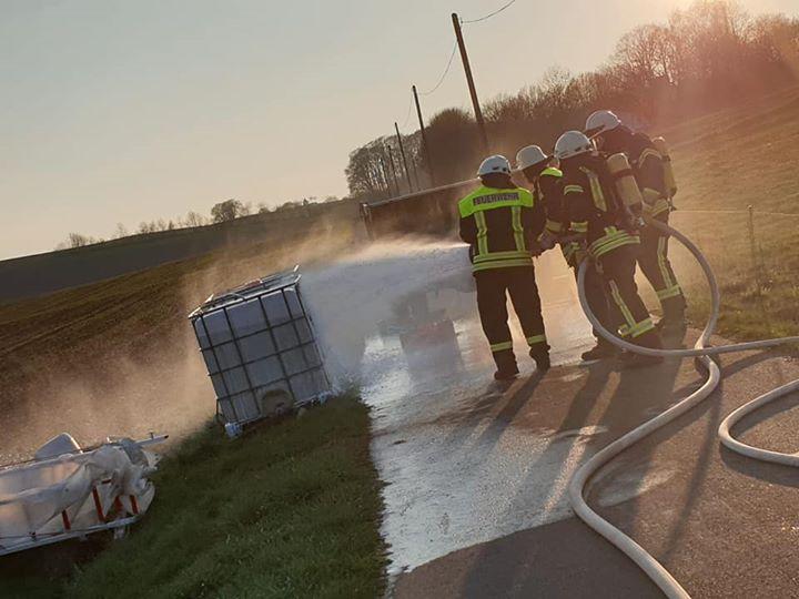 Gemeinschaftsübung Feuerwehr Basberg und #Feuerwehr Oberbettingen Jedes Jahr halten die Feuerwehren aus Basberg und…