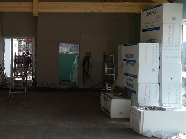 Ein neuer Bauabschnitt hat begonnen. Nach Abschluss der Wand- und Installationsarbeiten wird nun der…